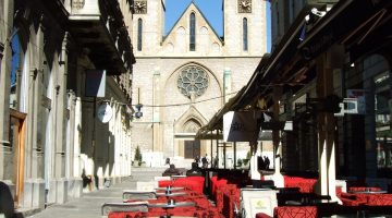 Bar pored katedrale u Sarajevu